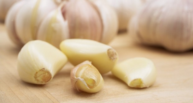 see-what-happens-when-you-eat-garlic-on-an-empty-stomach