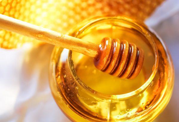 تفسير-حلم-العسل-فى-المنام-600x408